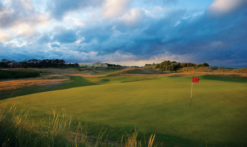 Green du golf de Portmarnock Links en Irlande