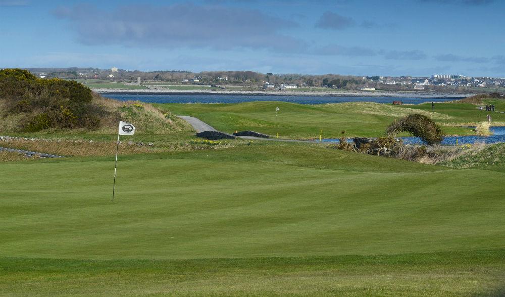 Large green sur le parcourse de Galway Bay