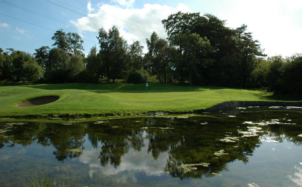 Obstacle d'eau sur le parcours Dufferin au club de Clandeboye en Irlande du Nord