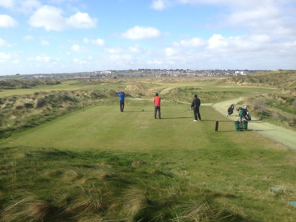 Golfeurs au départ sur le parcours de The Island