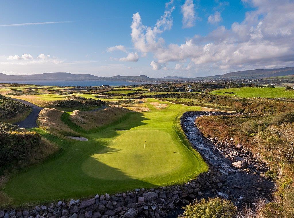 Par 3 avec rivière sur le parcours de golf de Hogs Head en Irlande