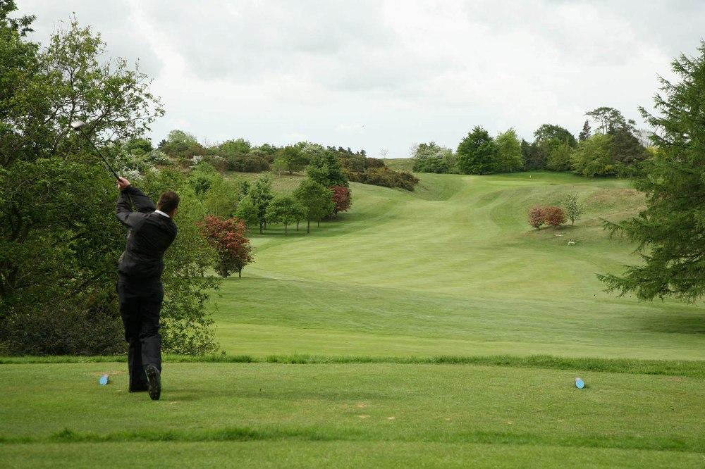 Golfeur au départ sur le parcours de Carlow