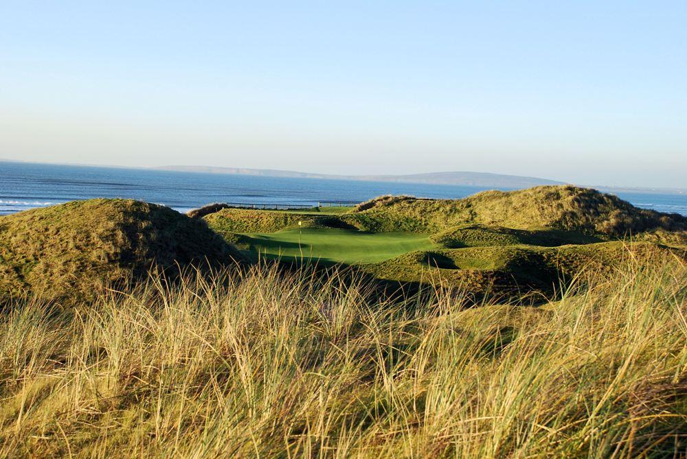 Green dans les dunes et mer sur le parcours de Ballybunion