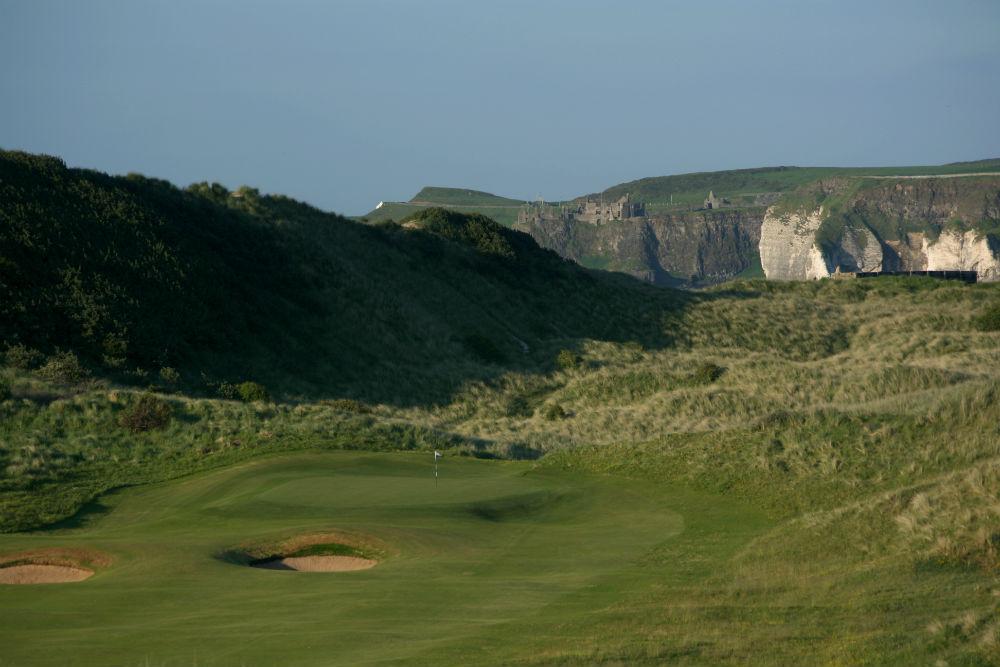 green et falaise au parcours de Royal Portrush Valley