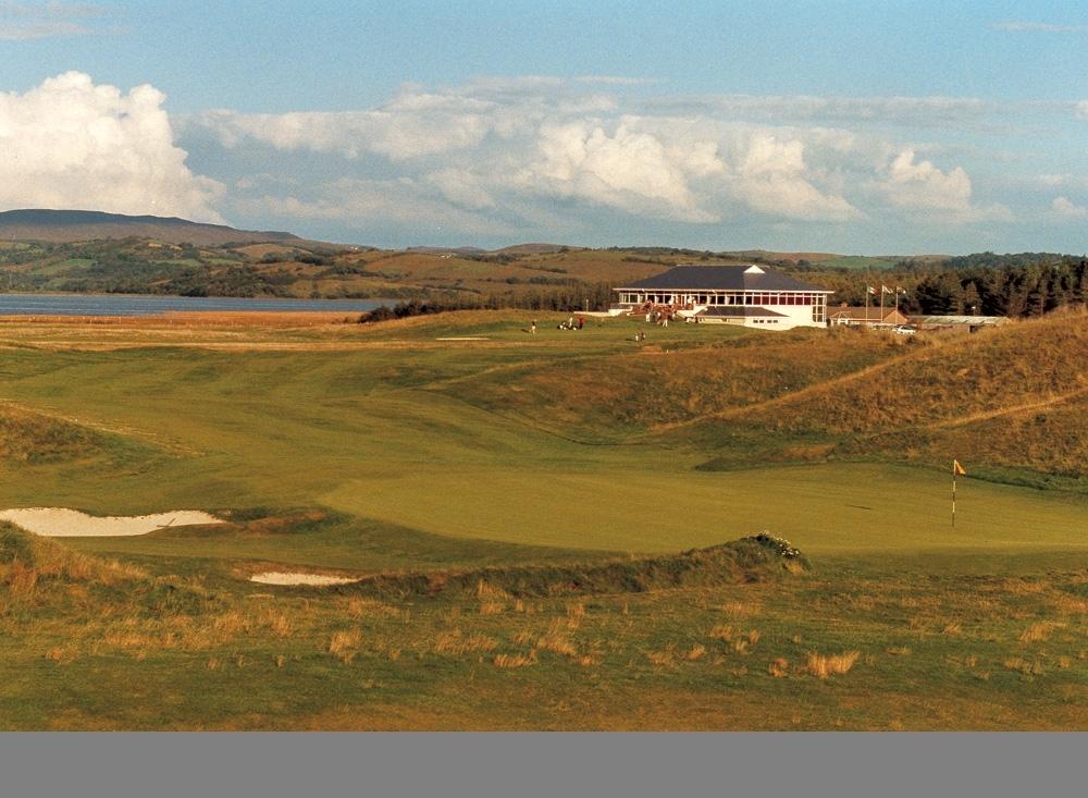 Green et clubhouse sur le parcours de Donegal
