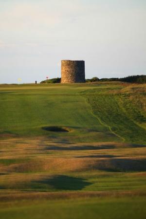 Vue du fairway et du green sur le parcours de Kirkistown Castle