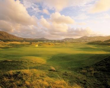 Large green et coucher de soleil sur le parcours Old de Ballyliffin