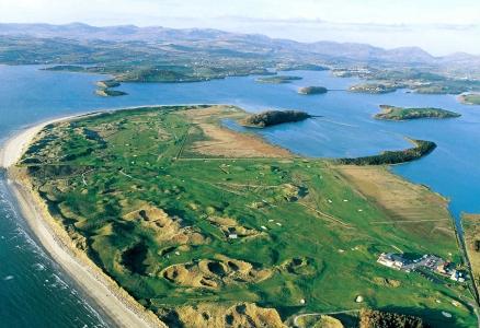 Vue aérienne du golf de Donegal en Irlande
