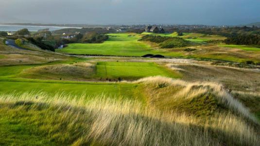 Long trou sur le parcours de golf de Hogs Head en Irlande