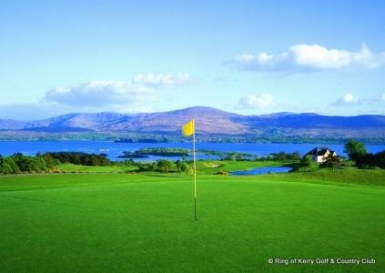 Green et mer sur le parcours de Ring of Kerry