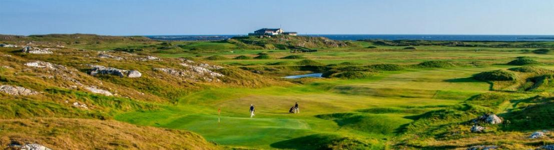 Golfeurs sur le golf de Connemara en Irlande