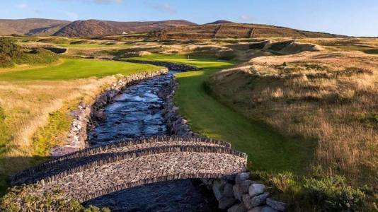 Pont en pierre sur le parcours de golf de Hogs Head en Irlande