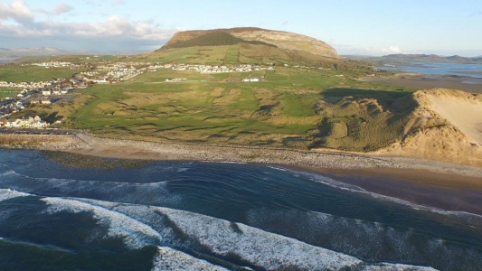 Vue aérienne du golf de Strandhill en Irlande