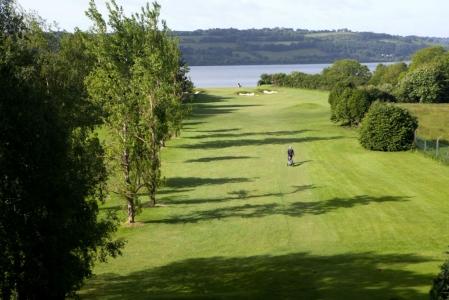 Golfeur sur le parcours de golf de Cork en Irlande