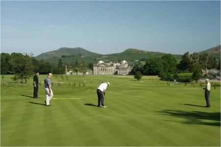 Golfeurs sur le parcours de Powerscourt West
