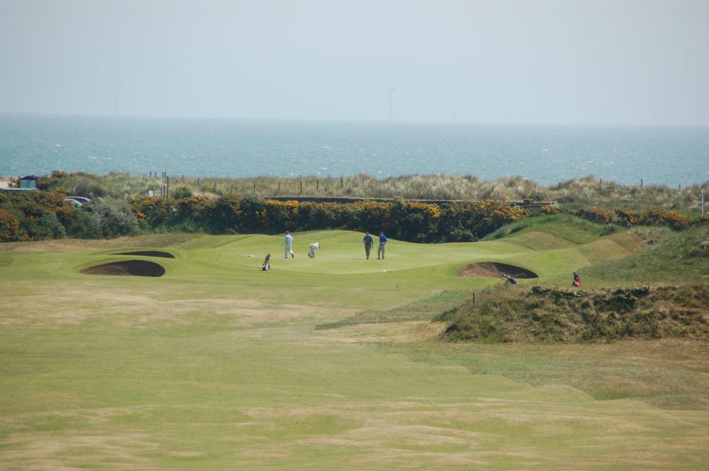 Golfeur sur un green sur le parcours de Arklow au sud de Dublin