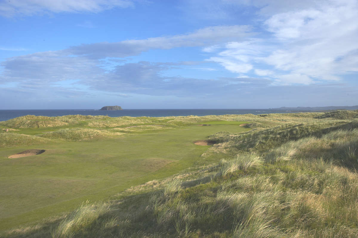 Fairway du golf de Ballyliffin Glashedy en Irlande