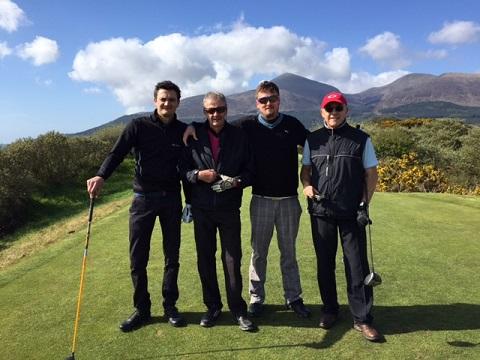 4 golfeurs au départ lors d'un séjour en Irlande